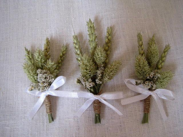 Mariage - Country chic wheat wedding boutonnieres set of 6 wheat  wedding pin ,rustic wedding ,wheat buttonholes ,groom pin ,groomsmen decor