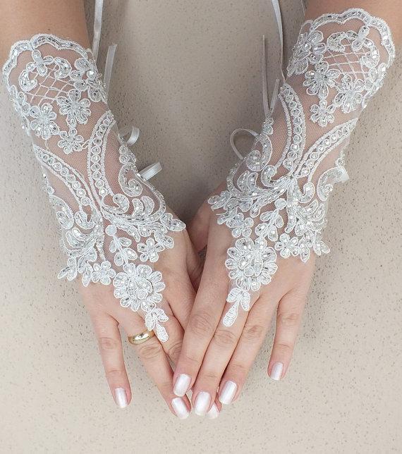 زفاف - Free ship, Ivory lace Wedding gloves, silver beads embroidered bridal gloves, fingerless lace gloves,handmade