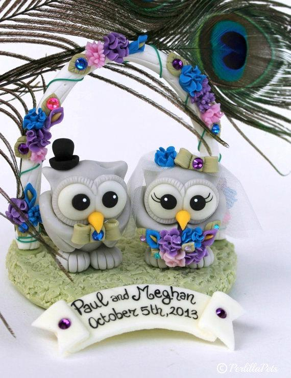 Свадьба - Custom owl love bird wedding cake topper in peacock colors, with floral arc, base and banner