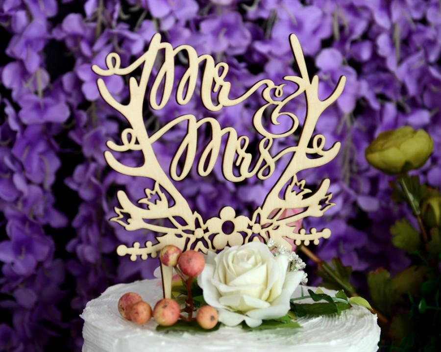 Mariage - Rustic Linden Wood Wedding Cake Topper, Mr and Mrs Cake Topper Design 138