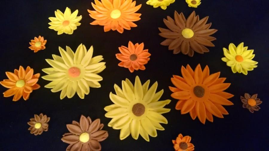 """Mariage - 12 DAISY FLOWERS / 3/4"""" - 2 1/2"""" size variety gum paste / fondant / sugar  flower / Fall/Autumn cake or cupcake decorations / cake topper"""