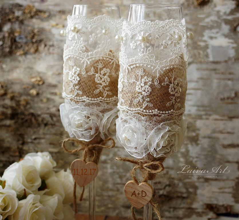 Mariage - Rustic Personalized Wedding Champagne Flutes Rustic Burlap wedding Outdoor wedding Cottage wedding Barnyard wedding