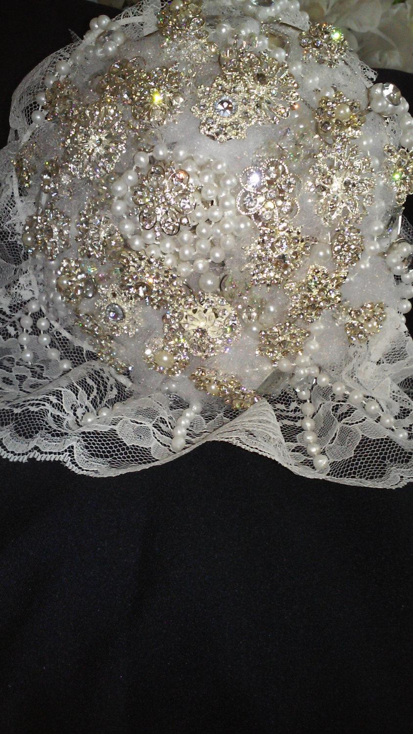 Mariage - Sparkly Wedding Bouquet with crystal rhinestone & silver color Brooches