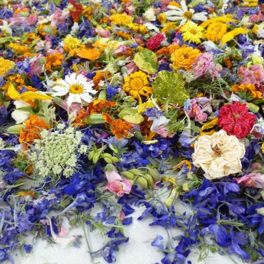 Hochzeit - Dried Flowers, Confetti, Real Flowers, Wedding Flowers, Petals, Dried Rose Petals, Wedding, Decor, Aisle Decor, Summer, Autumn, 35 US cups