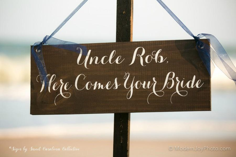 Hochzeit - Uncle Here Comes Your Bride Ring Bearer Sign - WS-159