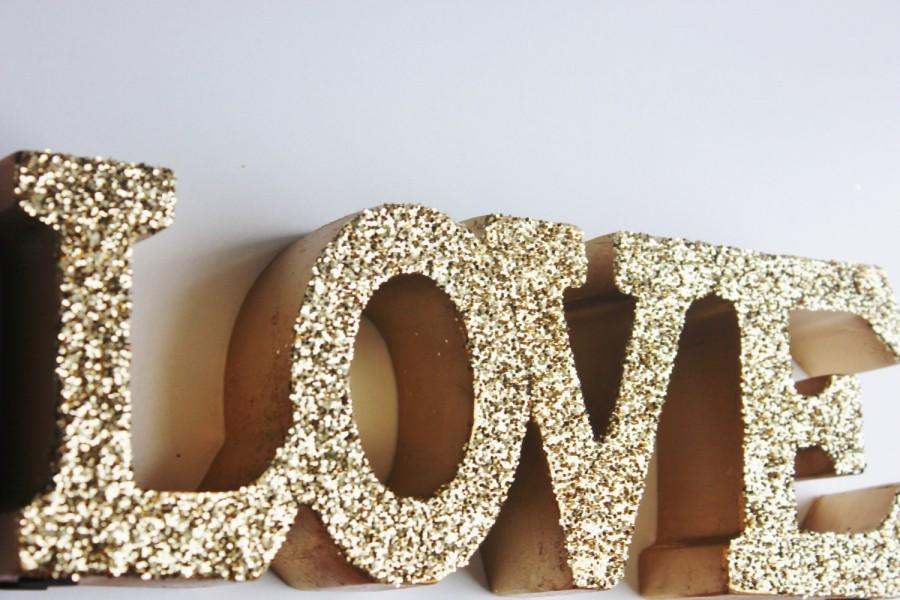 Hochzeit - GOLD LOVE SIGN Glittered Golden Love Letters Signage Free Standing Vintage Weddings Resin Candy Buffet Valentine's Day Valentine Photo Prop