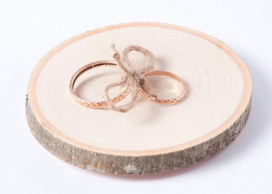 Hochzeit - Rustic ring bearer pillow,  wedding wood slice, rustic ring box,  wedding decoration, wood wedding decor, ring pillow alternative