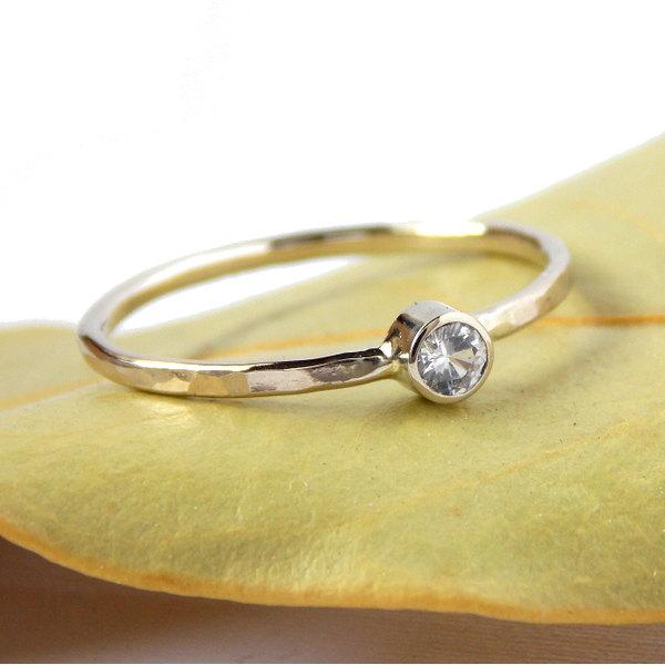 Mariage - Gold White Sapphire Ring w/ Hammered Band: 14k solid gold ring, white sapphire, dainty ring, gold ring, engagement ring, wedding ring