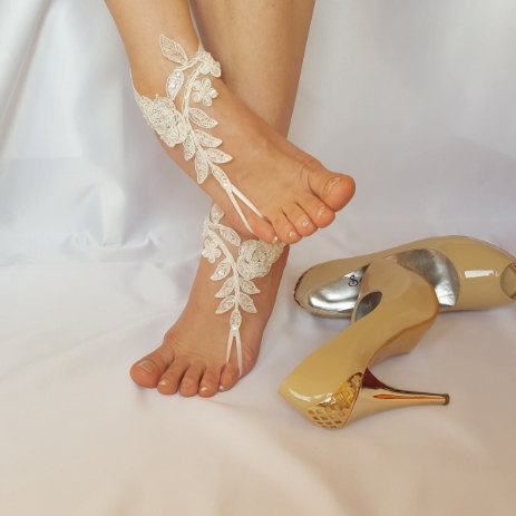 Mariage - ivory beaded scaly pearls barefoot beach wedding anklet bellydance steampunk beach pool country wedding sexy feet bridesmad weddingday