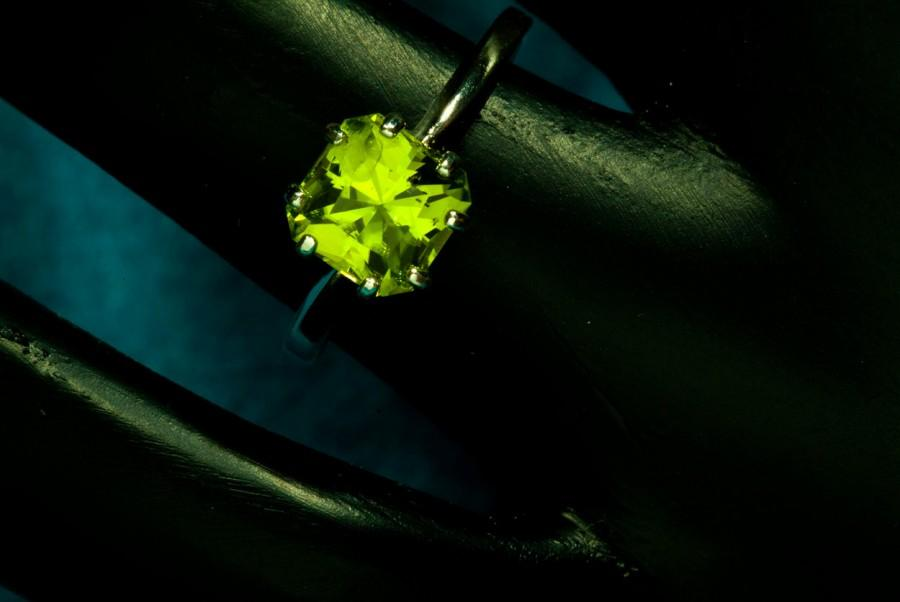 زفاف - Peridot Radiant Cut Unique Engagement Ring, August Birthstone Ring, Silver Peridot Ring, 16th Anniversary gift