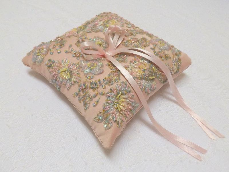 Свадьба - Wedding ring pillow. Antique pink ring bearer decorated with multicolor lace flowers embroidery.