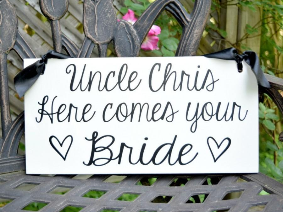 Mariage - Uncle Here Comes Your Bride Sign, Here Comes the Bride Sign, Ring Bearer Sign, Flower Girl, Wedding Sign with Ribbon, Wood Sign