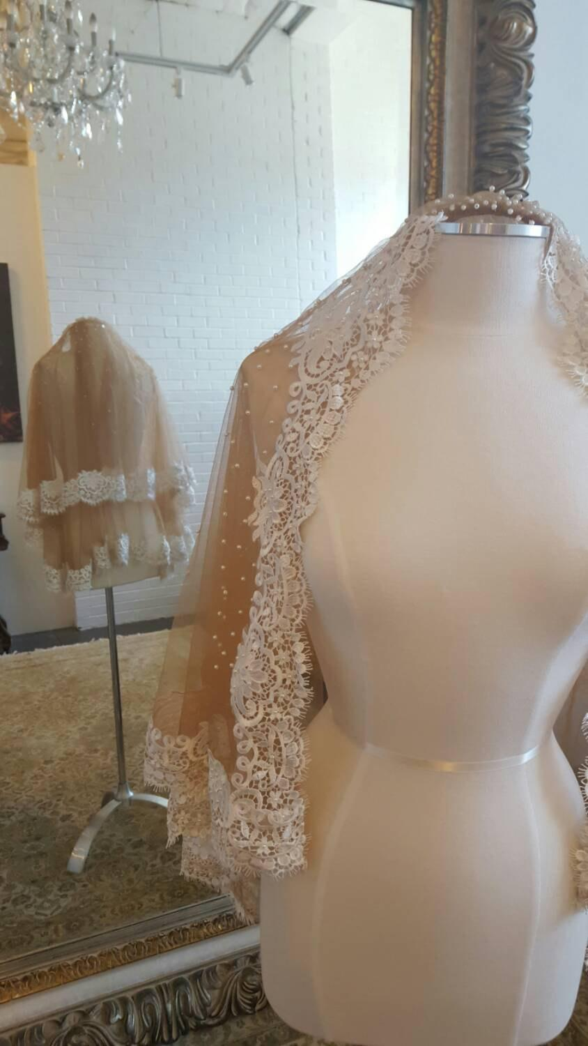 Mariage - Unique Nude Color Fingertip Veil with Lace Trim and Pearls, Pearl Veil, Unique Veil, Lace Veil, Veil with blusher, 2 layer veil, tulle
