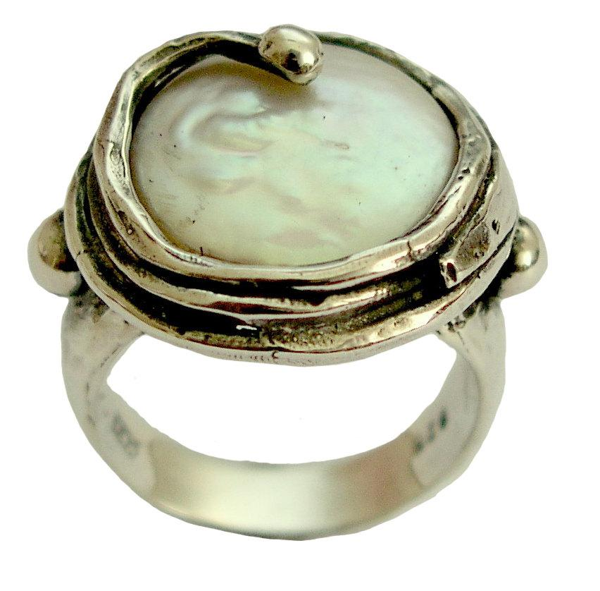 Mariage - Cocktail ring, coin pearl ring, pearl gemstone ring, sterling silver ring, statement ring, organic ring, hammered ring - Vanilla ice R1470-3