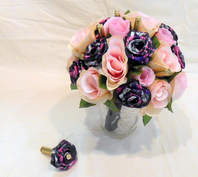 زفاف - Camo Wedding Bouquet, Camo Bridal Bouquet, Wedding Bouquet, Bridal Bouquet, Muddy Girl Camo, Brass Bullet Shells, Pink Silk Flowers