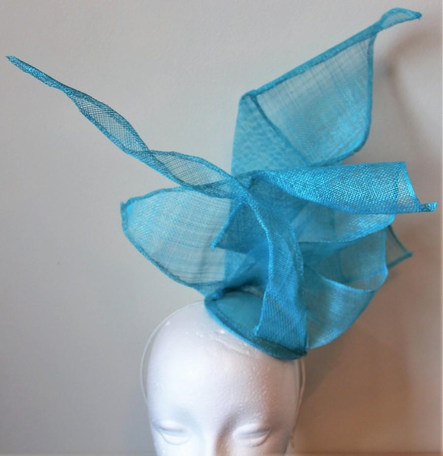 Mariage - Turquoise sculptural fascinator, wedding fascinator, sculptural headpiece, turquoise headpiece, blue fascinator, turquoise hairband