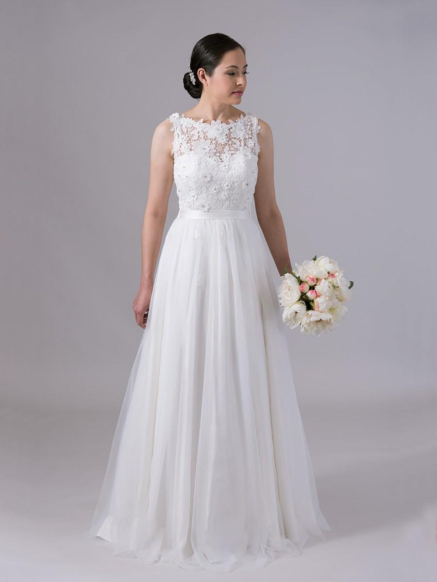 Wedding - Lace wedding dress, wedding dress, bridal gown, sleevelss venice lace with tulle skirt.