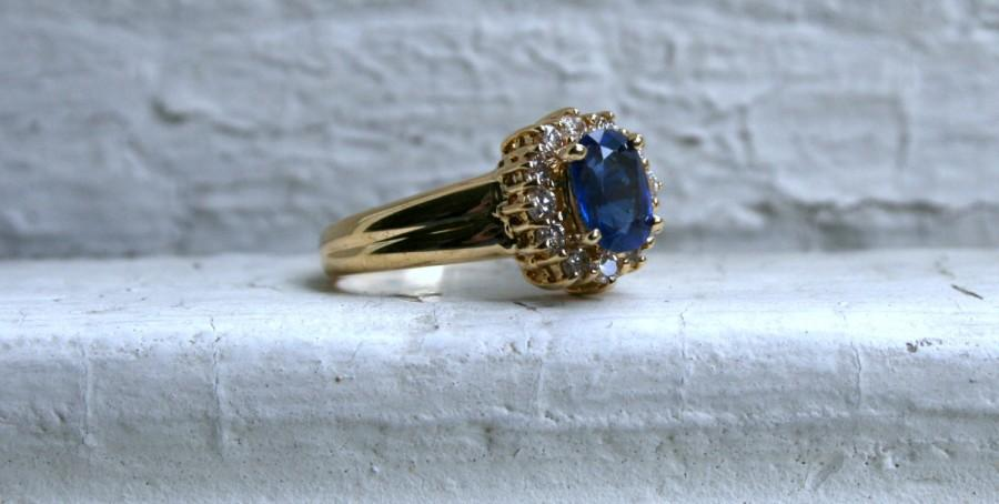 Mariage - Vintage 18K Yellow Gold Diamond Halo and Sapphire Engagement Ring.