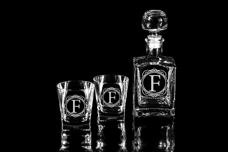 Mariage - Christmas gift Personalized Whiskey decanter Set & glasses Mens gift Gift for him Gifts for man Fathers gift Boyfriend gift Husband gift
