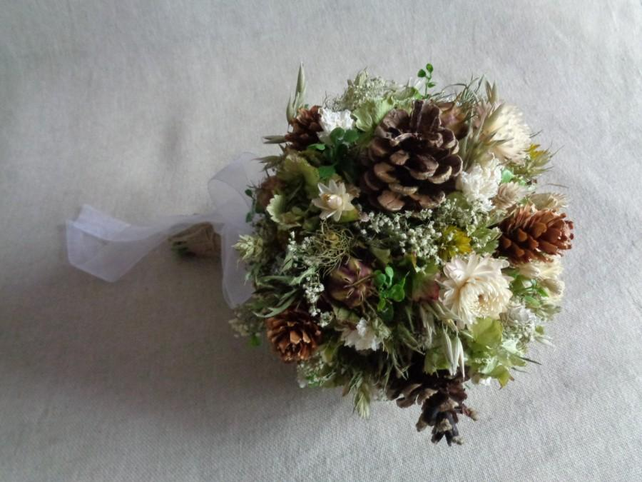 Mariage - Winter woodland wedding bridal bouquet with  pine cone and dried fllowers ,alternative bridal winter bouquet ,rustic , country wedding