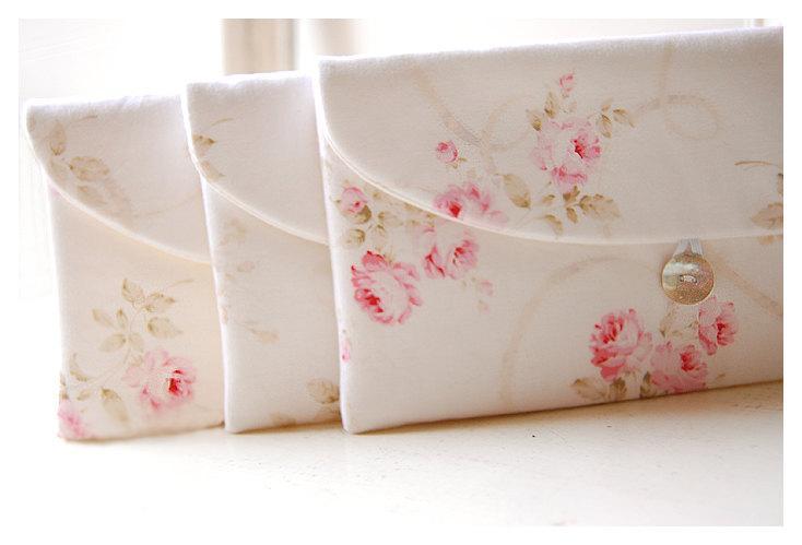 زفاف - Shabby Chic clutch, Bridesmaid Gift, Bridesmaid Clutch, Set of 9 Wedding Favor, Shabby Chic gift, for her, cosmetic bag, pink roses, bridal