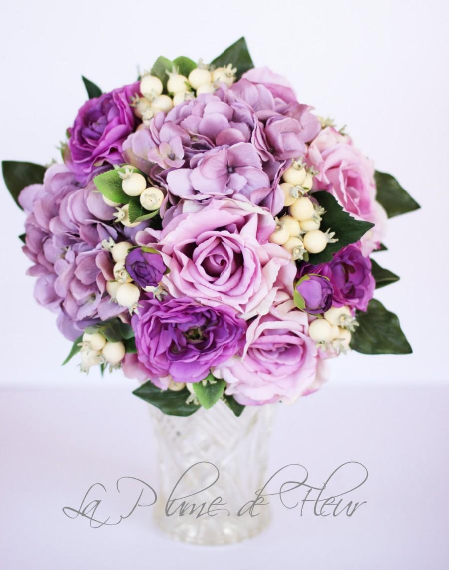 Mariage - Issabelle - Wedding bouquet, lilac hydreangea and roses, purple ranunculas and berries.
