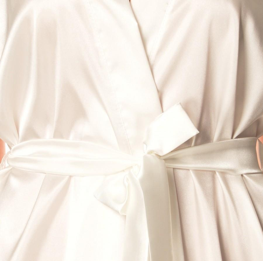 Hochzeit - Robes for bridesmaids, Satin Kimono robes, Silk satin robes, Bridal robes, White robes, Bridesmaid robes, Cute wedding robes, Embroidered