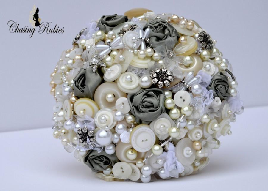 Свадьба - Vintage Pearl Bouquet, Button Bouquet, green bouquet