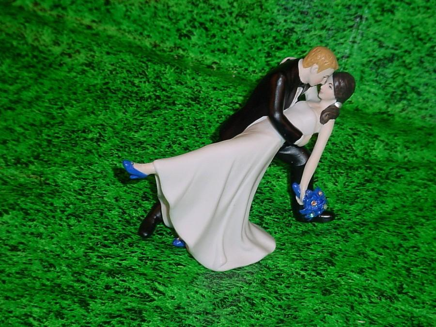 Свадьба - Personalized Wedding Cake Topper A Romantic Dip Dancing Bride shoe and Flowers Floral Bouqet Color change and Groom - Mr and Mrs 1st Dance