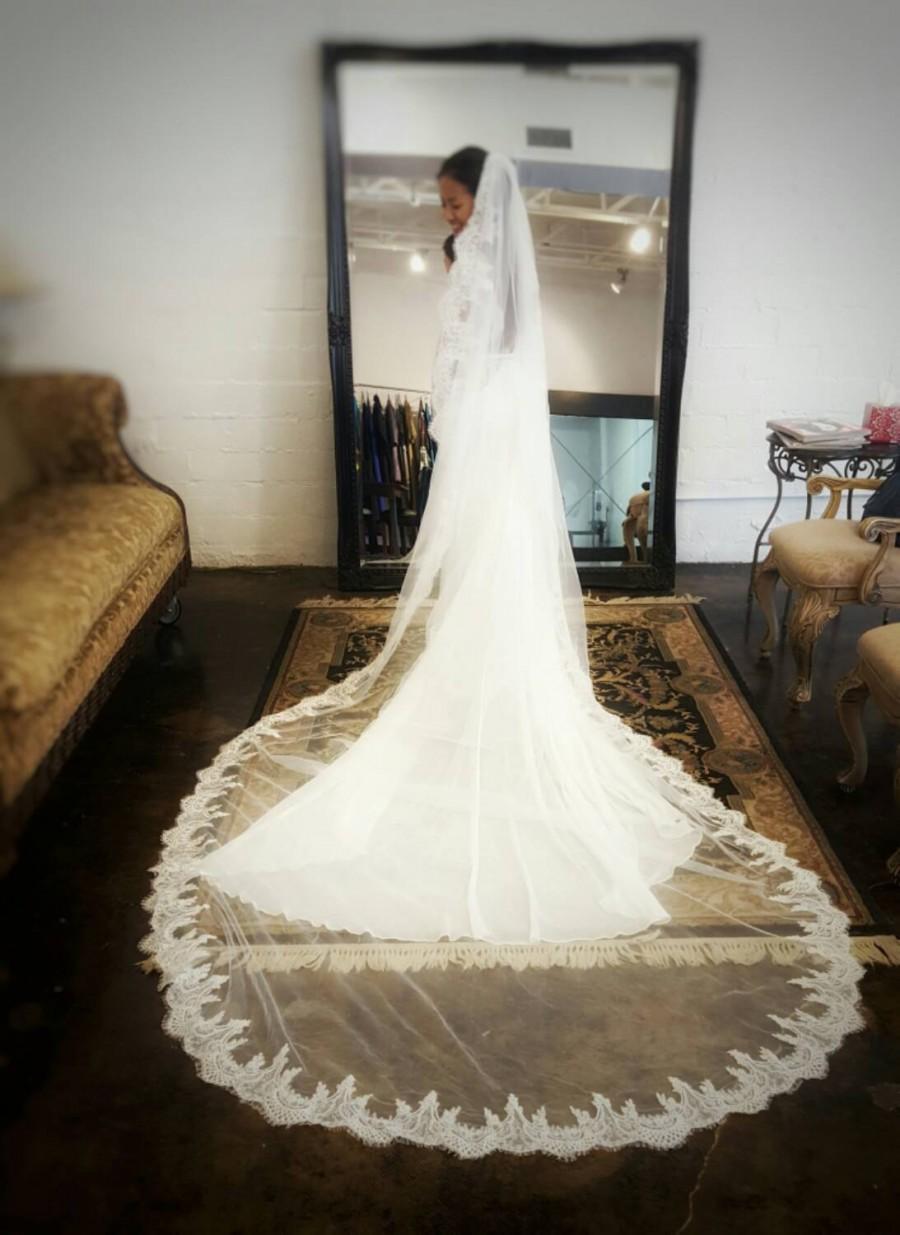 Свадьба - Cathedral length lace veil, Berta Bridal Inspired Wedding veil, Long Wedding Veil, Cathedral Length, Mantilla Veil, Lace Edge, Dramatic Veil