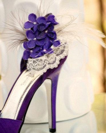 زفاف - Shoe Clips Ivory & Purple Hydrangeas / Lace. Elegant Wedding, Bridal Shower Gift Idea. Pearls Feathers Tulle Couture, Country Rustic Brides
