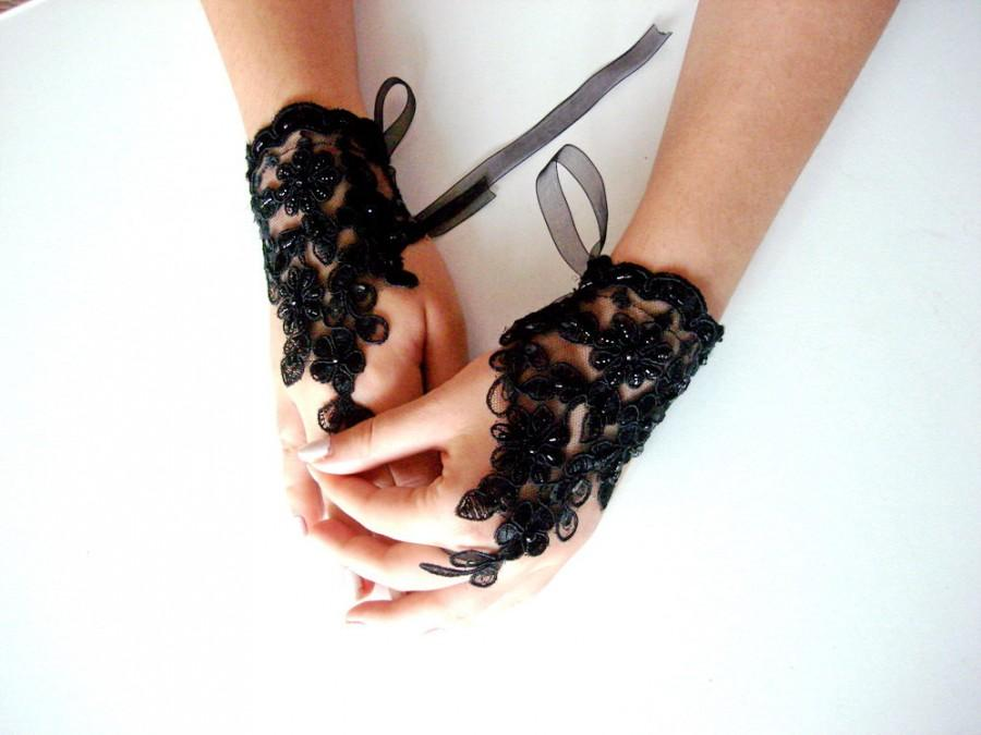 Mariage - Black Lace fingerless gloves, Black Bridal accessory, Black Beaded Gloves, Beaded Black Gloves