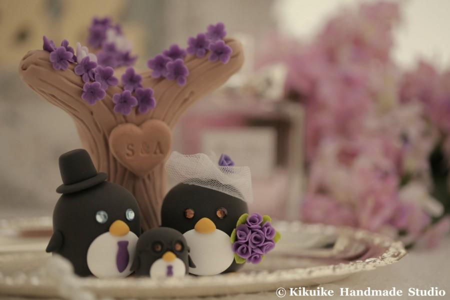 Свадьба - penguins  with sakura tree and butterflies Wedding Cake Topper (K449)
