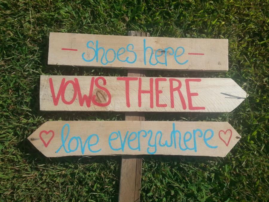 Hochzeit - beach wedding directional sign, shoes optional sign wood, nautical wedding, sea side wedding, beach wedding decor