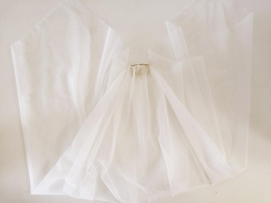Свадьба - Parker Veil (Soft Ivory Tulle Drop Veil with Handkerchief Point & Pearl Detail)