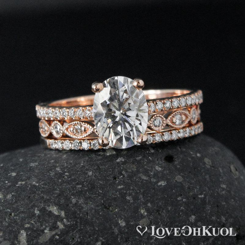 Свадьба - Forever Brilliant Oval Moissanite Engagement Ring Set – Miligrain Leaf & Micro Pave Diamond Half Eternity Band – Set of 3