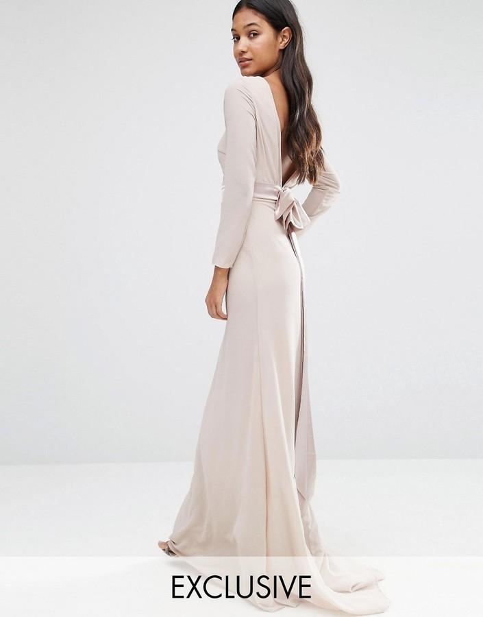 Свадьба - TFNC WEDDING Bow Back Maxi Dress with Long Sleeves