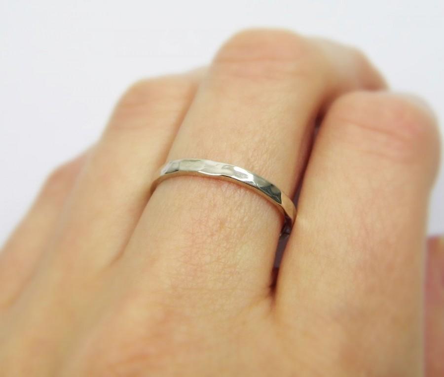 Свадьба - Hammered wedding band. 14k White gold thin wedding band. 2mm hammered wedding band. Delicate wedding band.  matte wedding ring (gr9130-468b)