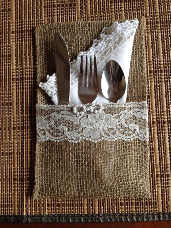 Mariage - Rustic Decor , Burlap and Lace Utensil Holder , Burlap and Lace Silverware Holder , Thanksgiving Table Decor , Christmas Table Decor