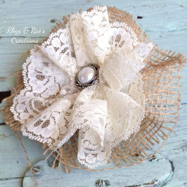 Mariage - Burlap and Lace Fabric Flower Wedding Cake Topper, Burlap Wedding Flower, Burlap & Lace Bridal Hair Flower, Burlap Country Vintage Cream