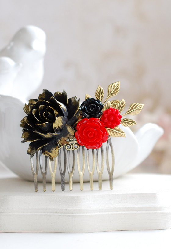 Mariage - Black and Red Rose Hair Comb Black and Red Wedding Bridal Hair Comb Antique Gold Leaf Branch Victorian Country Chic Goth Gothic Halloween