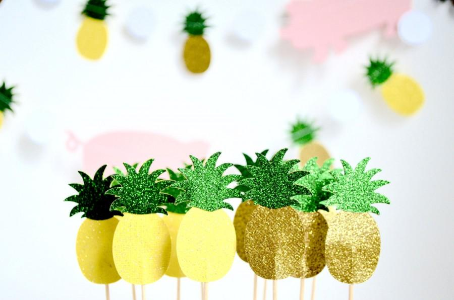 Hochzeit - Glitter Pineapple Cupcake Toppers - 12 toppers in yellow or gold with green glitter tops