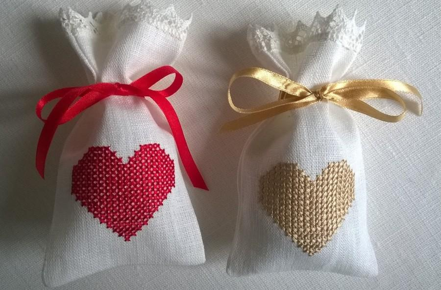 Heart Embroidered Off White Linen Wedding Favour Bags Custom