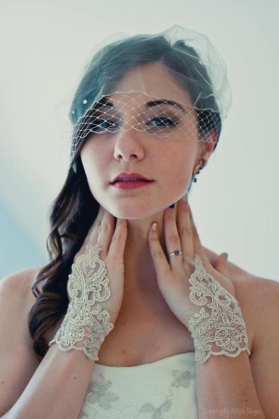 Mariage - Gold Wedding gloves free ship bridal gloves fingerless lace gloves french lace gloves gauntlets guantes