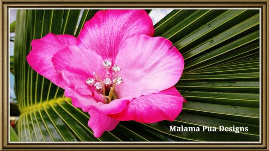 "Hochzeit - PINK HIBISCUS HAIR Flower - ""Real Touch"" Tropical Silk Flower, Hawaiian, Headpiece, Bridal Flower Clip, Faux diamond center, Beach Wedding"