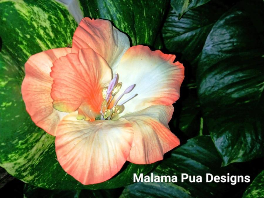 "Свадьба - HIBISCUS HAIR CLIP - Hawaiian, Orange Tropical Silk Flower, Headpiece, Bridal Flower Clip, ""Real Touch"", Faux crystal center, Beach Wedding"