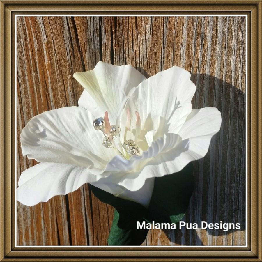 "Свадьба - TROPICAL BRIDAL HAIR Clip - ""Real Touch"" Ivory White Hibiscus, Bridal Clip, Headpiece, Silk Flowers, Hawaiian, Crystal Center, Beach Wedding"