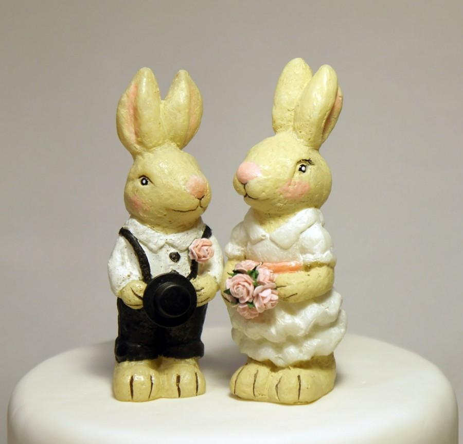 Mariage - this handmade rabbit wedding cake topper will add a whimsical touch to your woodland, nature, rustic or casual style wedding.