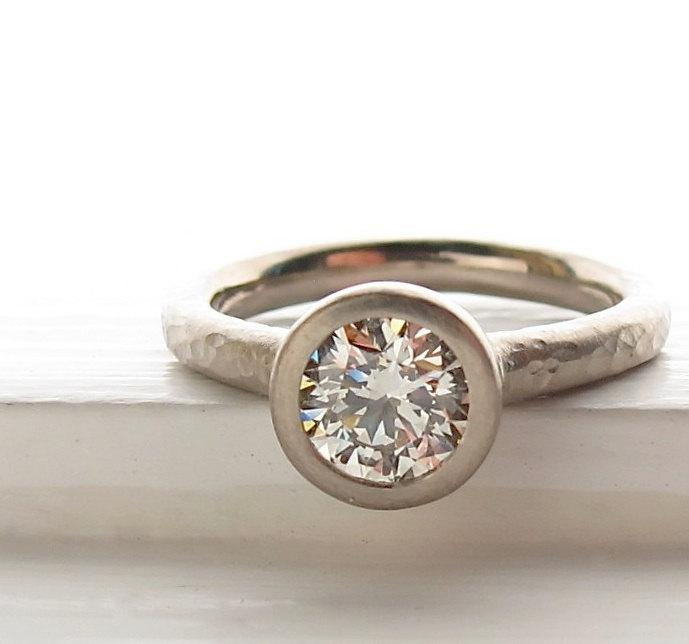 Mariage - 1ct diamond and recycled white gold pebble ring engagement solitaire, bezel set diamond, hammered texture