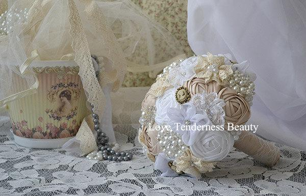 Mariage - Fabric Flowers bouquet, Wedding Brooch Bouquet, Handmade Flowers, Bridal Bouquet, Shabby Chic Wedding Bouquet, Rustic Bouquet, pearl bouquet